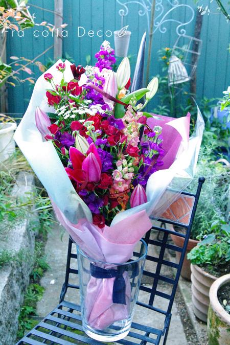 花材を自分で選んで作るクラッチ