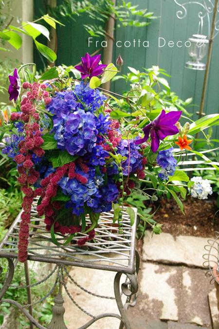 テーマ花材:紫陽花 日本庭に戯れる初夏の花を手折ってざっくりと活ける。