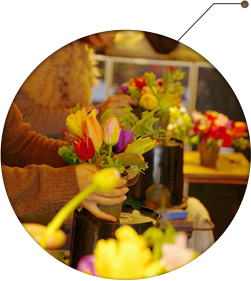 花の香りと自然の色に包まれるフラワーレッスン