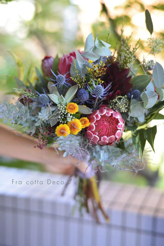 花市場でお花をセレクトする