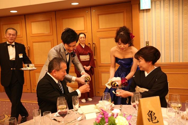 どんな瞬間だって可愛い♡ 披露宴中の手元ショットが華やかになるリストブーケ