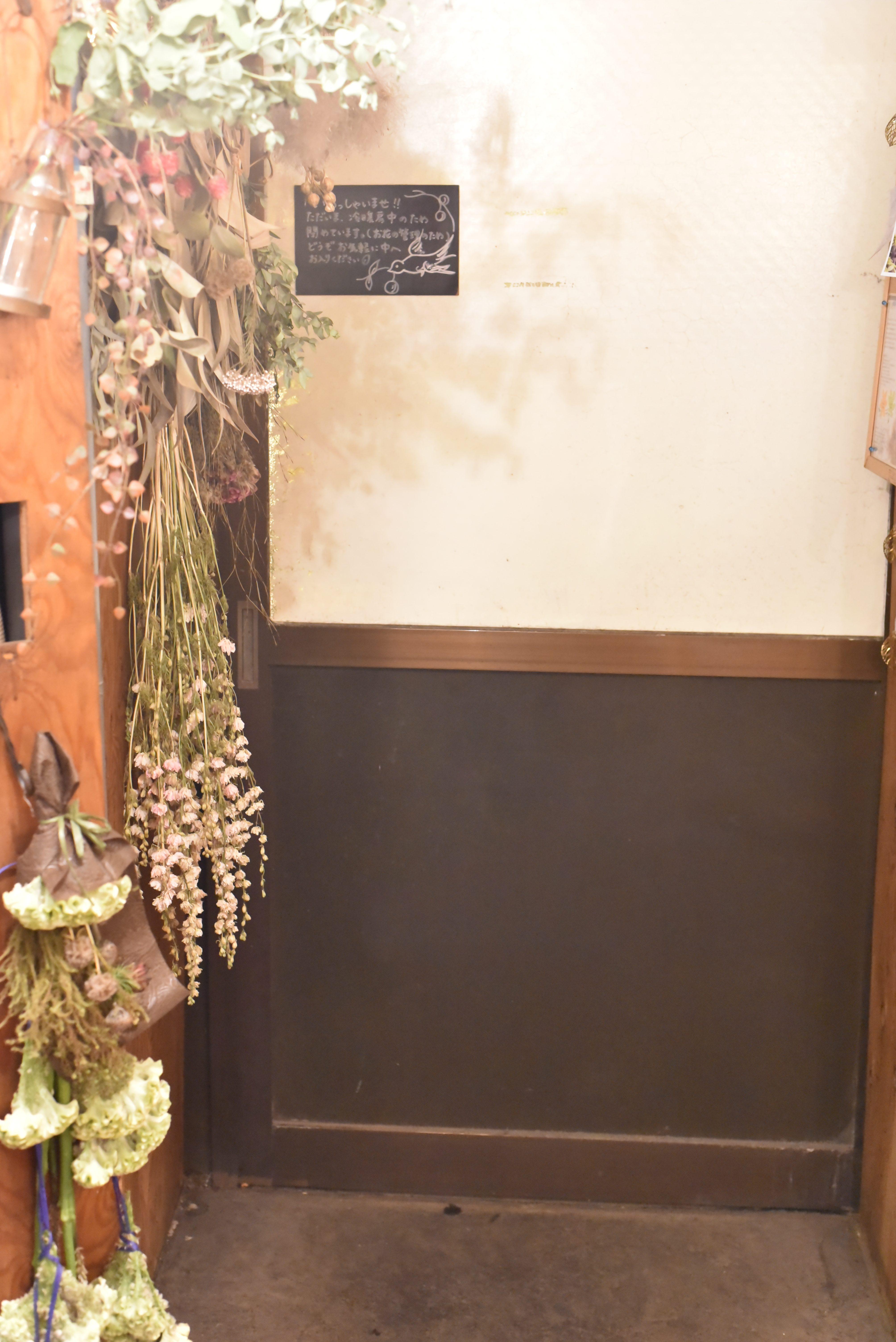 お店の中を大公開!3つの難関をくぐると、色鮮やかなお花に出会えます
