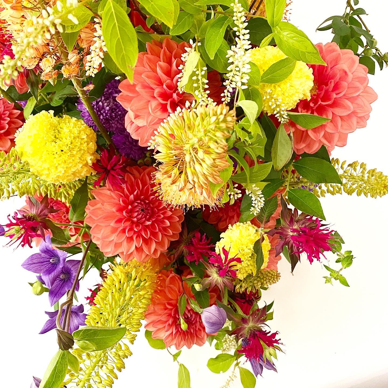 『夏に似合う!元気色・ビタミンカラーのフラワーアレンジメント』